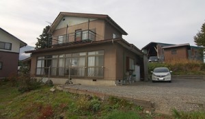 役場、病院へ約300m。信濃町中心地の中古住宅