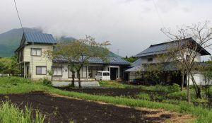 山の四季を眺めながら暮らす農家住宅
