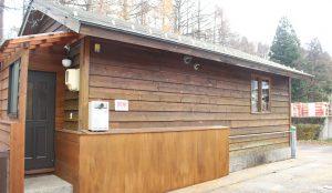 コンビニ裏の木の温もりあふれる隠れ家 【No.10】