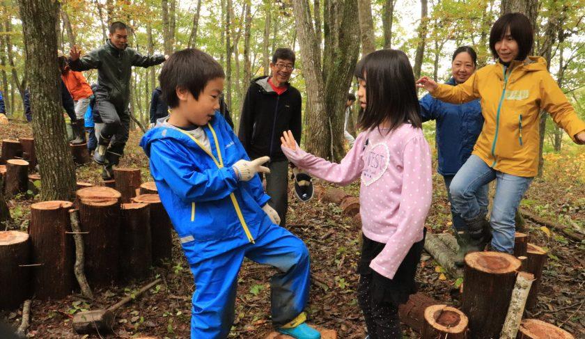 【ツアーレポート】憧れの丸太DIY!信州の湖畔で森の遊び場づくり