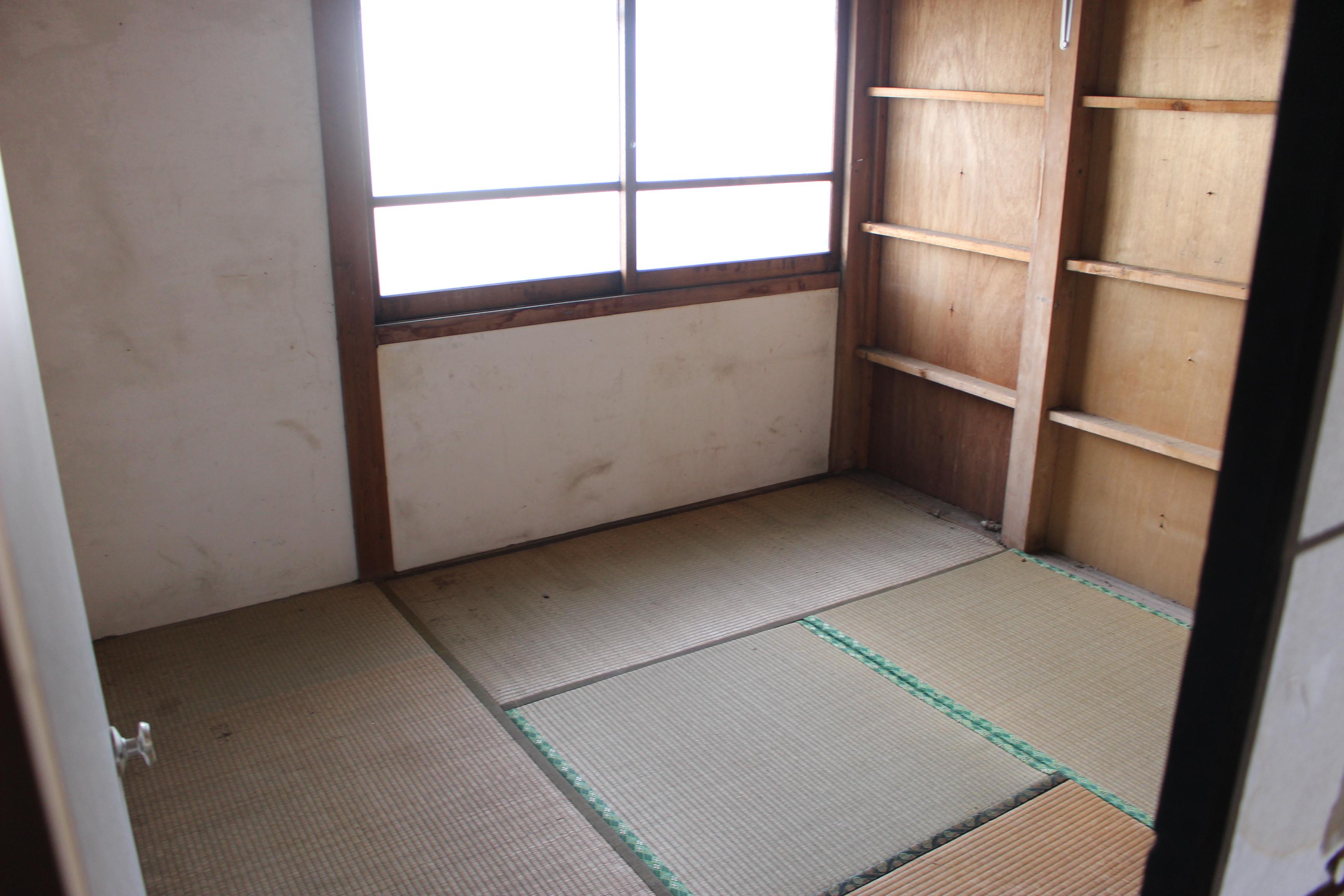 室内に4.5畳の物置あります