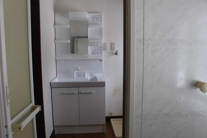 真っ白で綺麗な洗面化粧台です