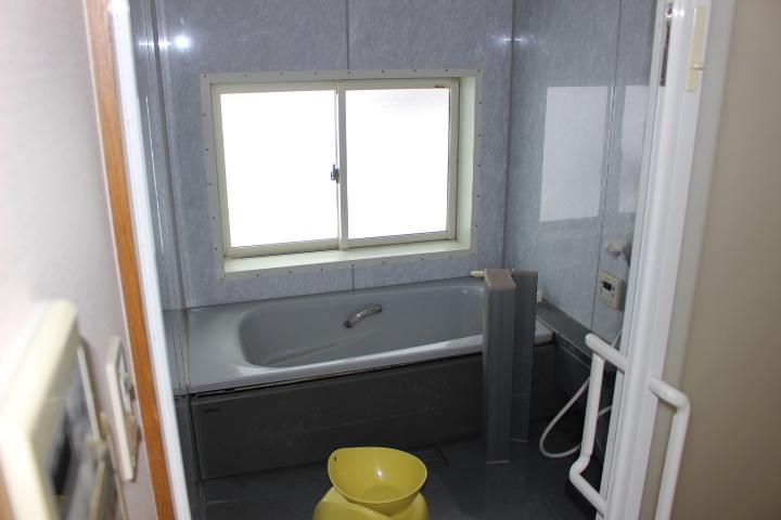 明るく広い浴室