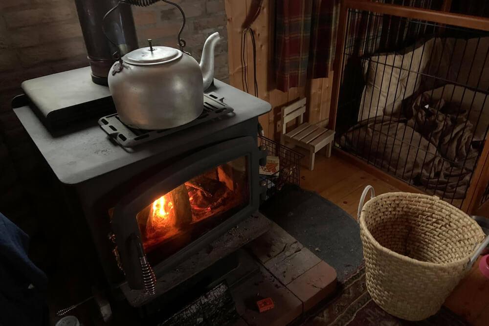 国際村の別荘の暖炉