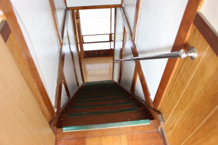 階段の手すりが嬉しいですね
