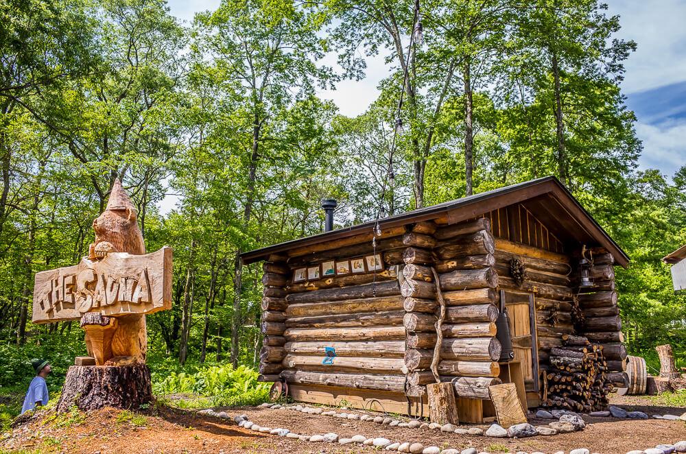森の中のサウナ小屋