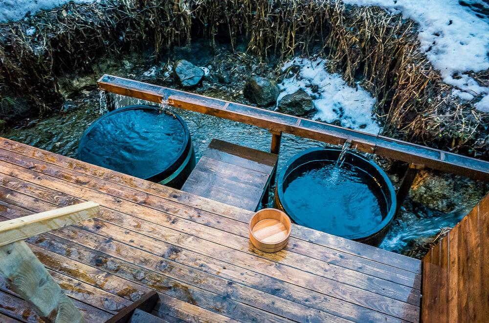川の水をためた水風呂