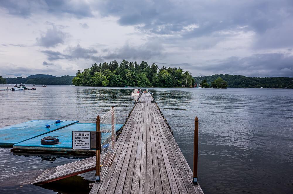 桟橋から野尻湖をのぞむ