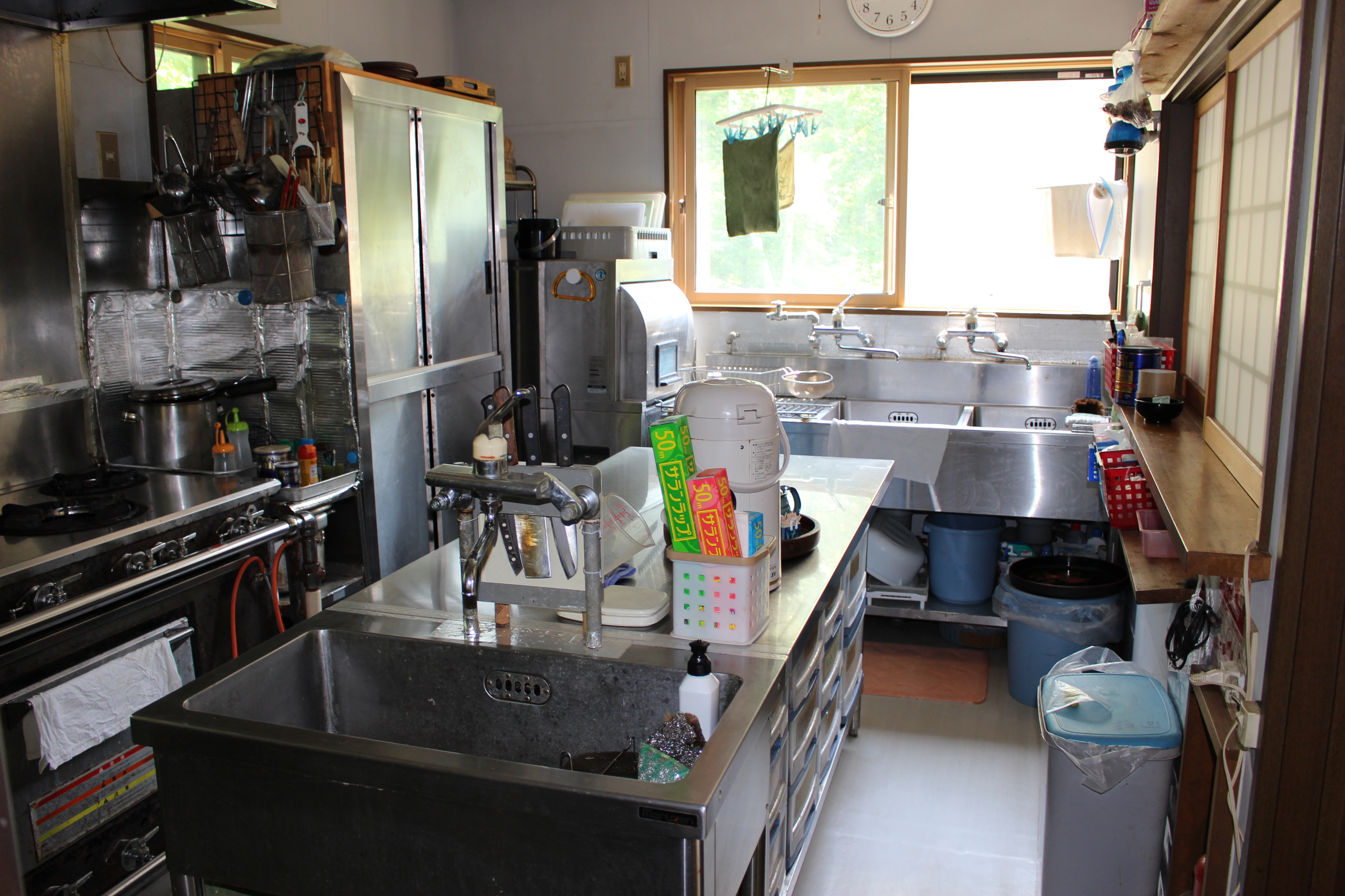 以前は宿泊施設としても使われていたので厨房は本格仕様です