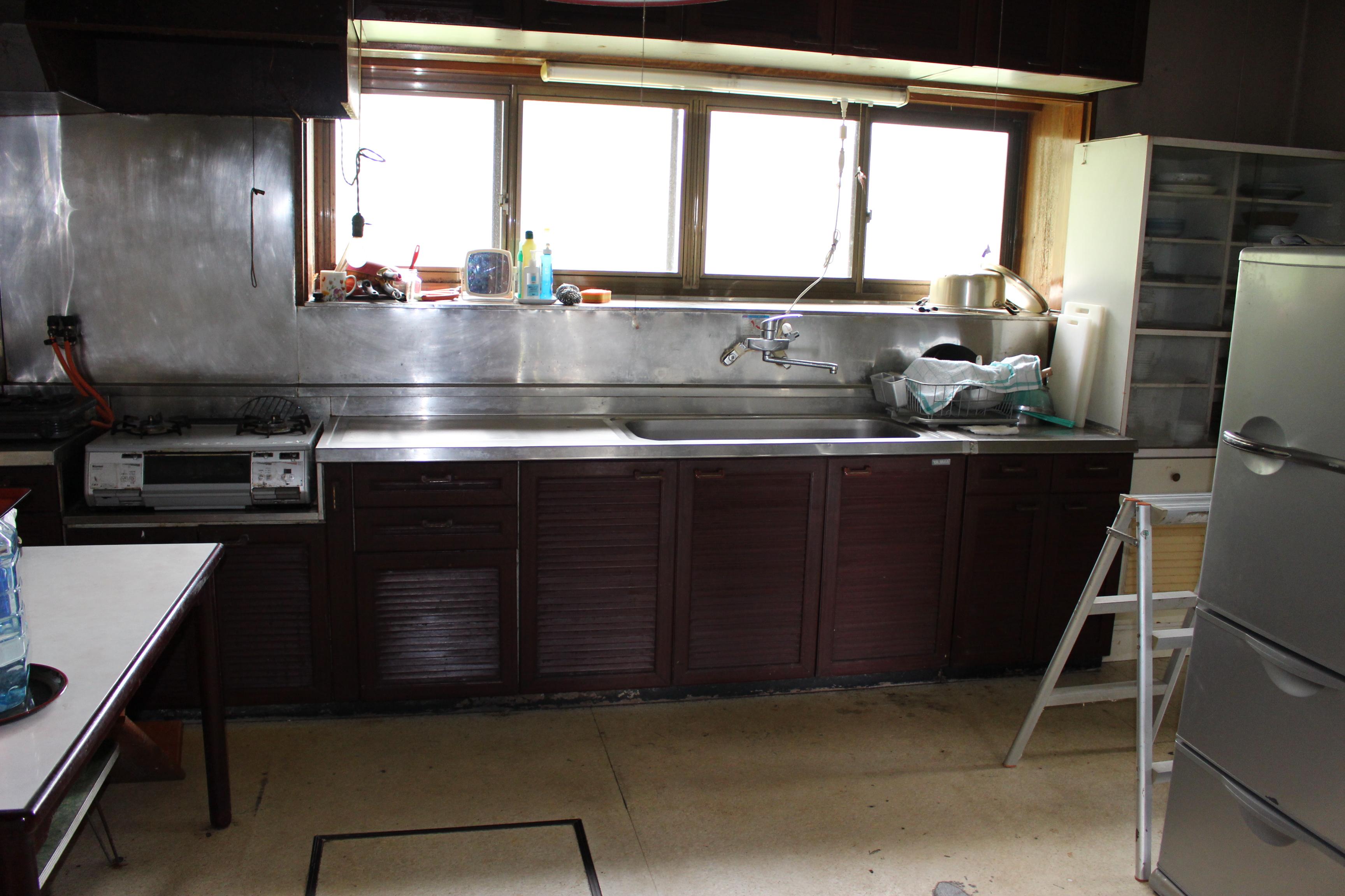 キッチンも広く手元が明るいですね