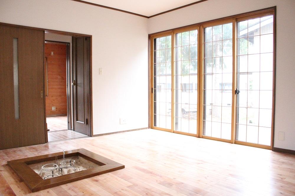 開放感のある大きな窓で明るい雰囲気