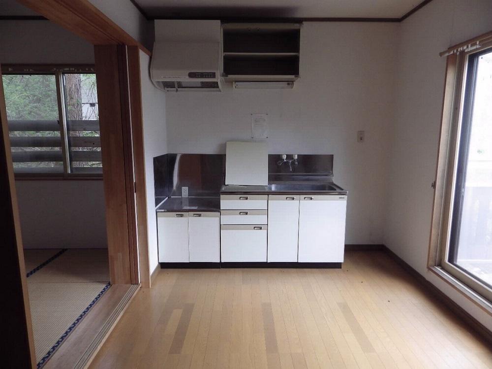 宿泊棟の1LDK。計4部屋は玄関が独立型。