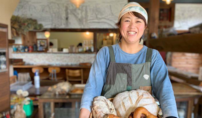 手作りの温もりあふれるベーカリーカフェ 「たねcafe⭐︎革工房 種」