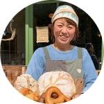 長野県信濃町のベーカリーカフェ「たねcafe  革工房 種」店主の大日向さん