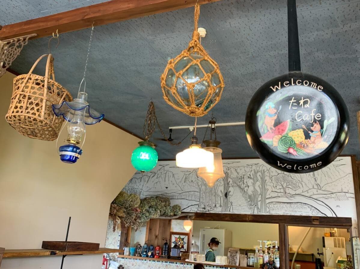 長野県信濃町のベーカリーカフェ「たねcafe  革工房種」の店内