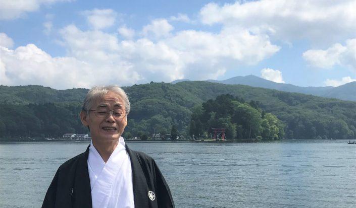野尻湖に浮かぶ宇賀神社で祈る宮司さんの思い。宮司の宮川滋彦さんにインタビュー